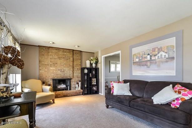 Single Family Residence, Bi-Level - East Grand Rapids, MI (photo 4)
