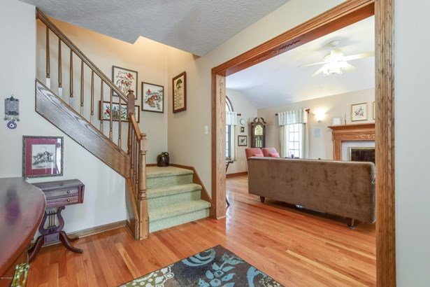 Single Family Residence, Traditional - Rockford, MI (photo 3)