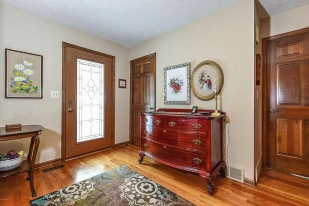 Single Family Residence, Traditional - Rockford, MI (photo 4)