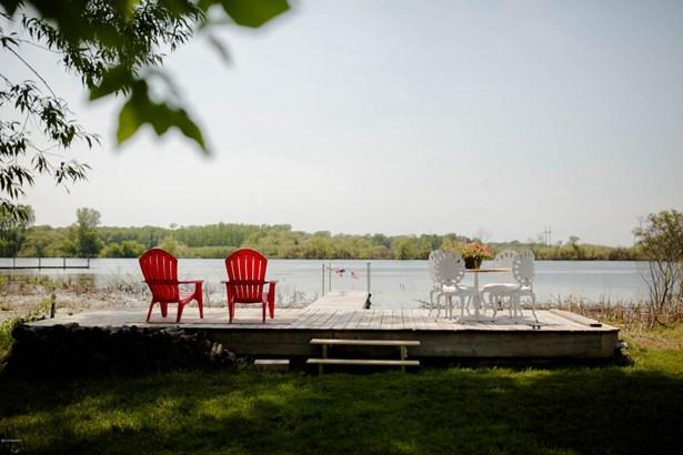 Single Family Residence, Contemporary - Spring Lake, MI (photo 3)