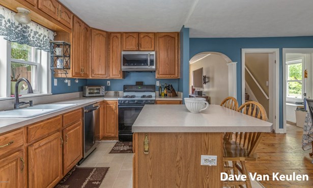 Single Family Residence, Traditional - Rockford, MI (photo 5)