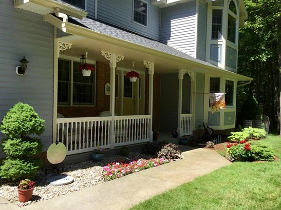 Single Family Residence, Traditional - Whitehall, MI (photo 4)
