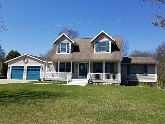 Cape Cod, Single Family Residence - Whitehall, MI (photo 1)