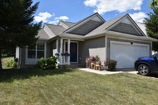 Tri-Level, Single Family Residence - Kentwood, MI (photo 1)
