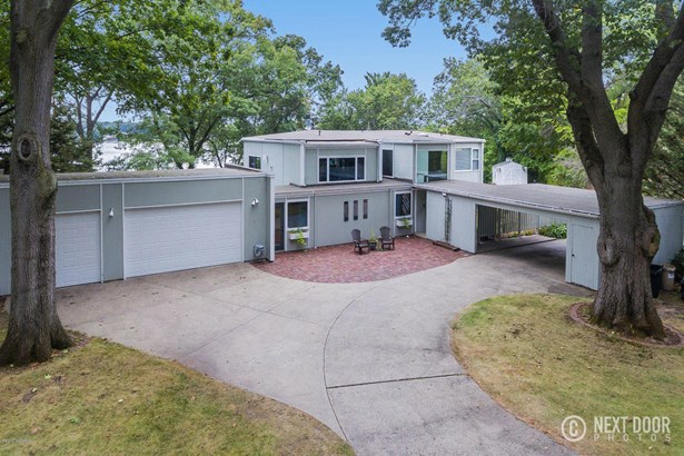Single Family Residence, Contemporary - North Muskegon, MI (photo 4)