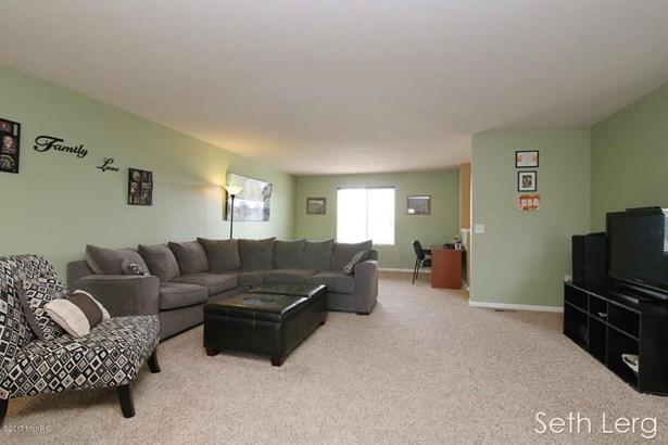 Single Family Residence, Bi-Level - Caledonia, MI (photo 4)