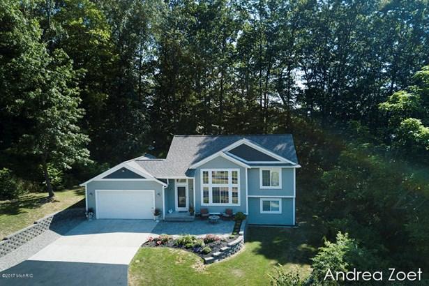 Tri-Level, Single Family Residence - Grand Rapids, MI (photo 2)