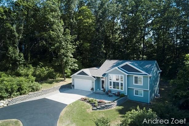 Tri-Level, Single Family Residence - Grand Rapids, MI (photo 3)