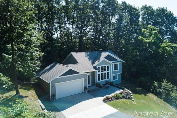 Tri-Level, Single Family Residence - Grand Rapids, MI (photo 4)
