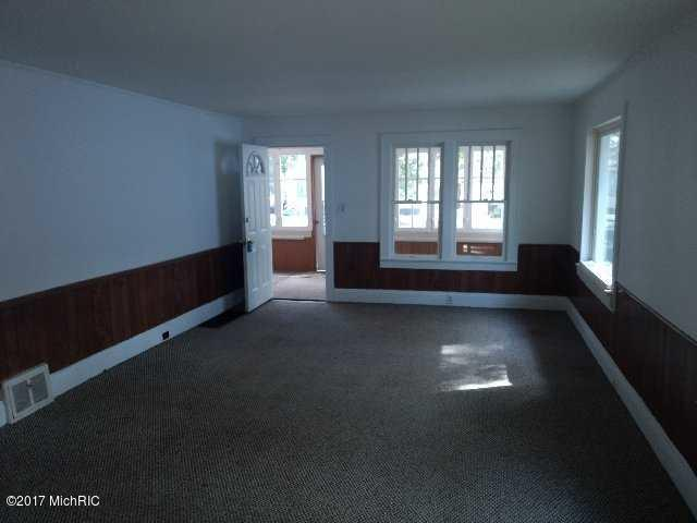 Single Family Residence, Bungalow - Muskegon Heights, MI (photo 3)