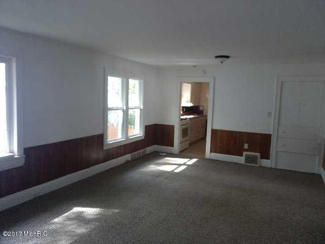 Single Family Residence, Bungalow - Muskegon Heights, MI (photo 4)