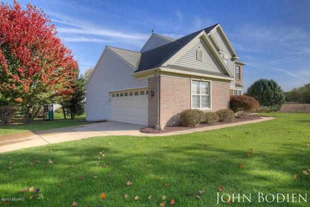 Single Family Residence, Colonial - Rockford, MI (photo 3)