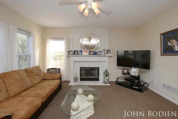 Single Family Residence, Colonial - Rockford, MI (photo 4)
