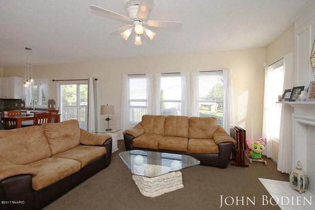 Single Family Residence, Colonial - Rockford, MI (photo 5)