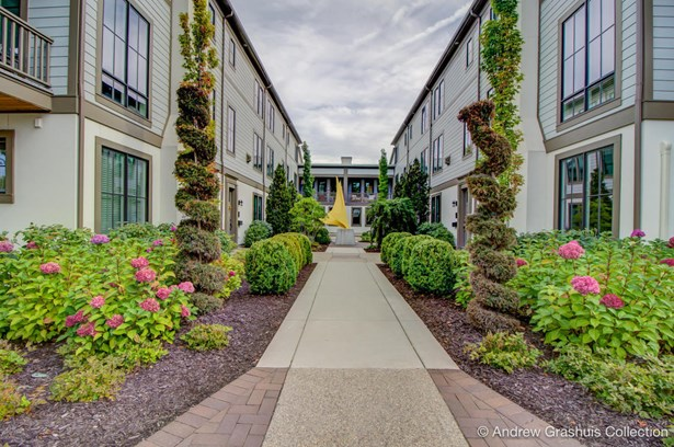 Condominium, Contemporary - East Grand Rapids, MI (photo 3)