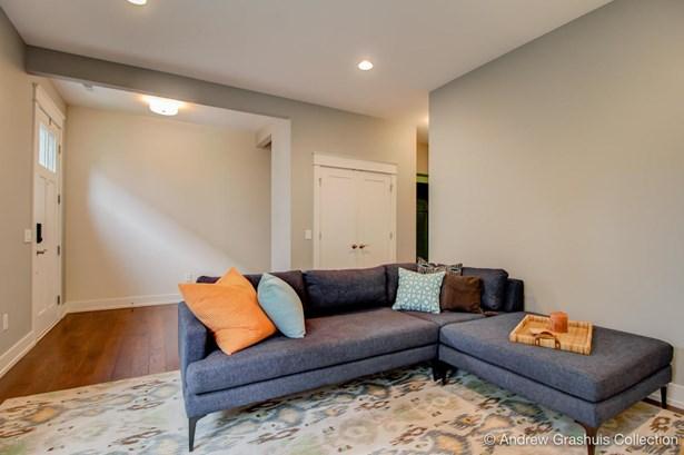 Condominium, Contemporary - East Grand Rapids, MI (photo 4)