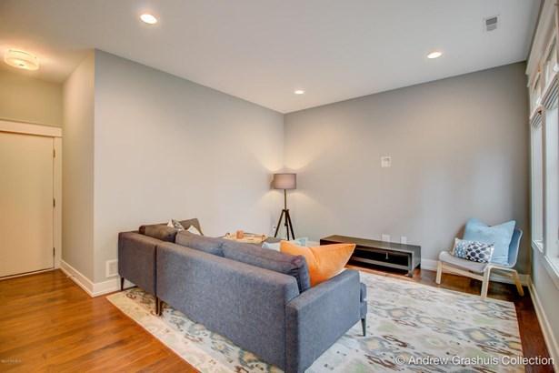 Condominium, Contemporary - East Grand Rapids, MI (photo 5)