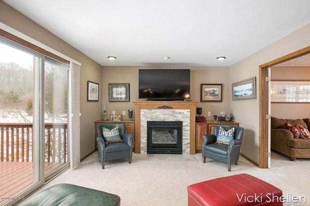 Single Family Residence, Traditional - Belmont, MI (photo 4)