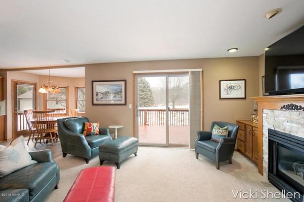 Single Family Residence, Traditional - Belmont, MI (photo 5)