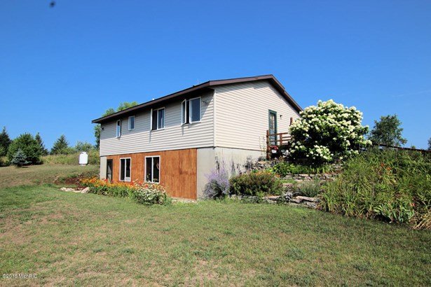 Single Family Residence, Ranch - White Cloud, MI
