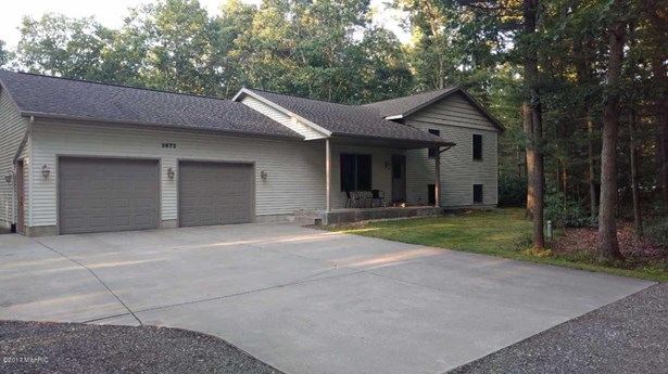 Tri-Level, Single Family Residence - Twin Lake, MI (photo 2)
