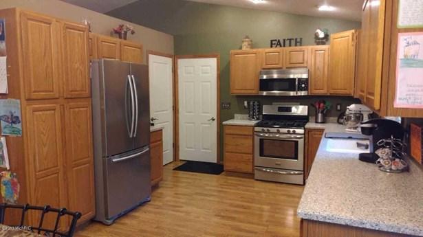 Tri-Level, Single Family Residence - Twin Lake, MI (photo 3)