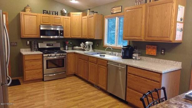 Tri-Level, Single Family Residence - Twin Lake, MI (photo 4)