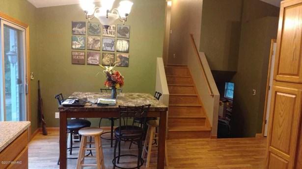 Tri-Level, Single Family Residence - Twin Lake, MI (photo 5)