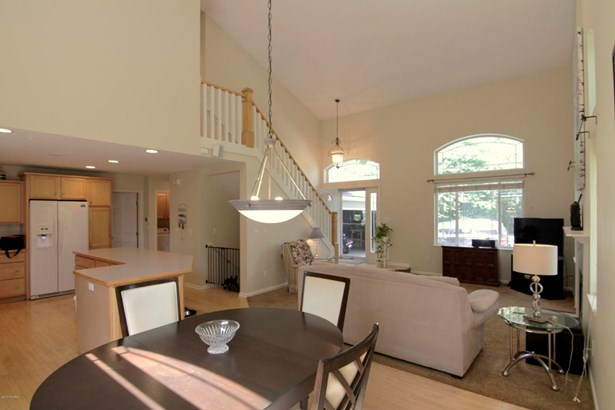 Single Family Residence, Contemporary - Belmont, MI (photo 4)