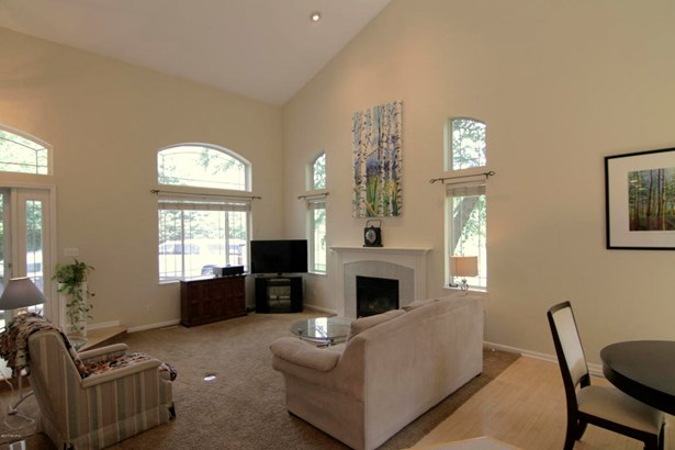 Single Family Residence, Contemporary - Belmont, MI (photo 5)