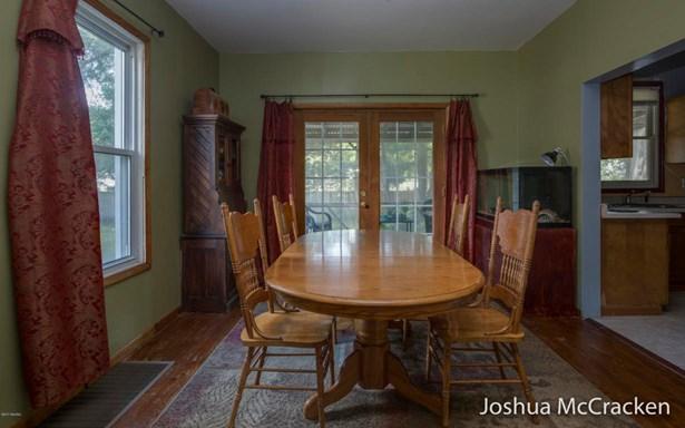 Single Family Residence, Traditional - Belding, MI (photo 5)