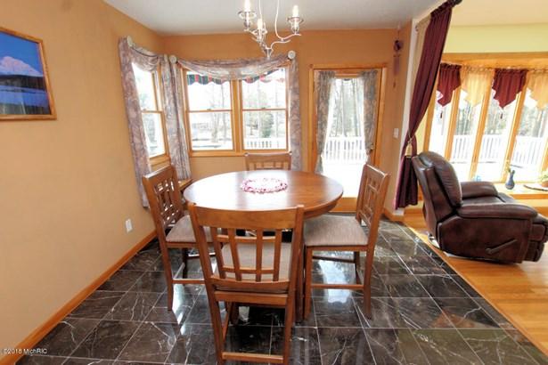 Single Family Residence, Ranch - Hesperia, MI (photo 5)