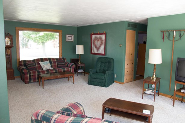 Single Family Residence, Ranch - Montague, MI (photo 4)