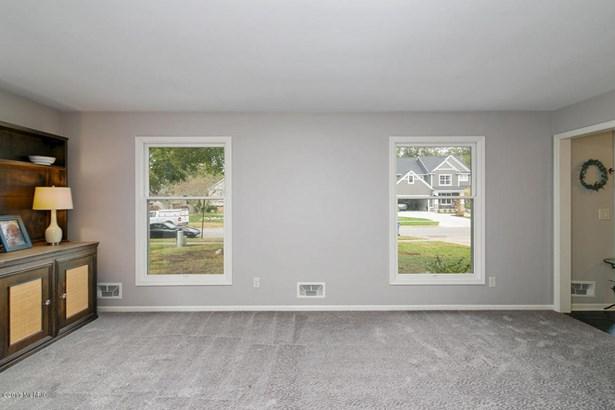 Single Family Residence, Traditional - Grand Rapids, MI (photo 5)