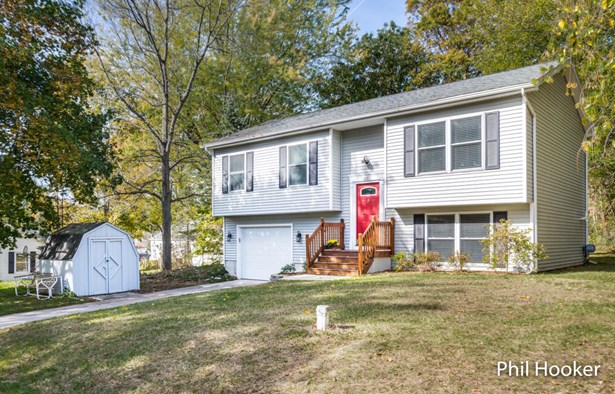 Single Family Residence, Bi-Level - Lowell, MI (photo 1)