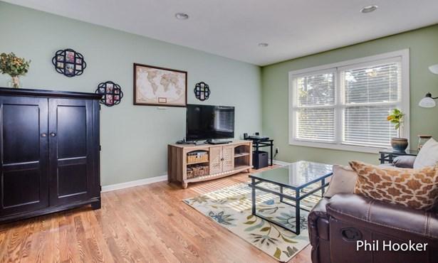 Single Family Residence, Bi-Level - Lowell, MI (photo 3)