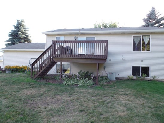 Single Family Residence, Bi-Level - Rockford, MI (photo 5)