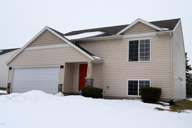 Single Family Residence, Bi-Level - Wyoming, MI (photo 1)