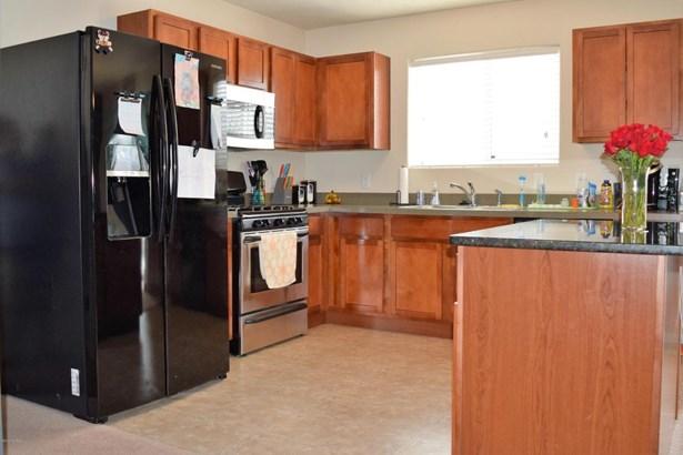 Single Family Residence, Bi-Level - Wyoming, MI (photo 4)