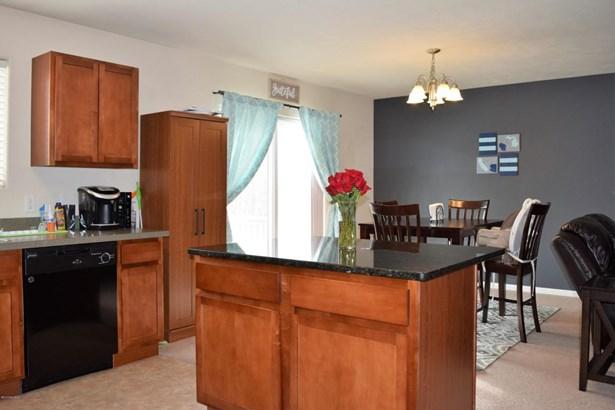 Single Family Residence, Bi-Level - Wyoming, MI (photo 5)