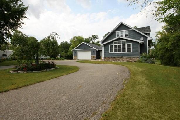 Single Family Residence, Traditional - Kentwood, MI (photo 1)