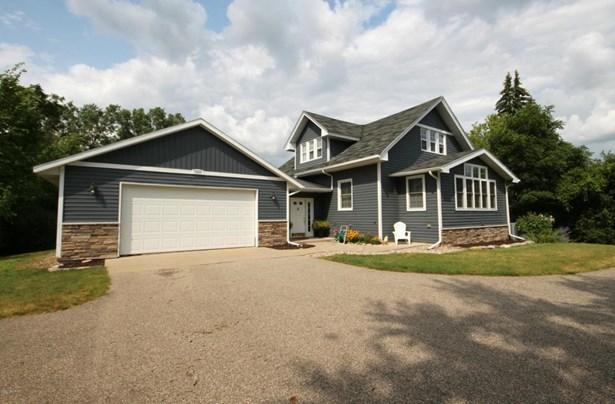 Single Family Residence, Traditional - Kentwood, MI (photo 3)