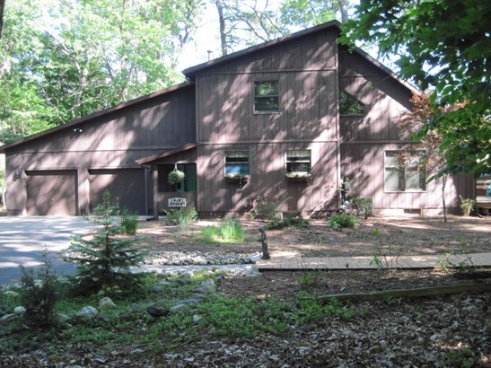 Single Family Residence, Contemporary - Montague, MI (photo 1)