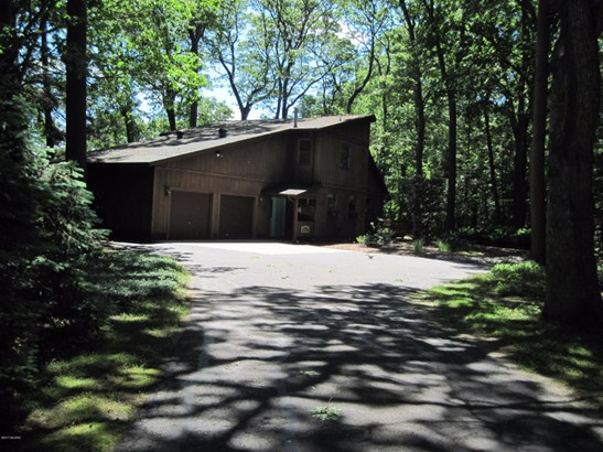Single Family Residence, Contemporary - Montague, MI (photo 4)
