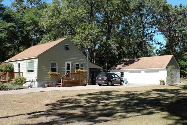 Single Family Residence, Traditional - Muskegon, MI (photo 2)