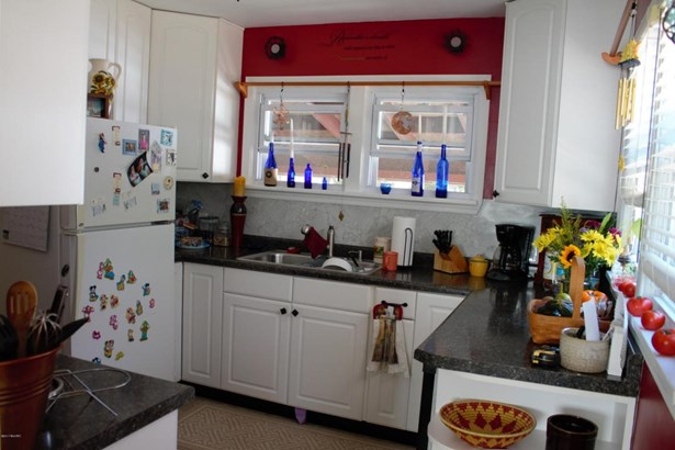 Single Family Residence, Traditional - Muskegon, MI (photo 5)