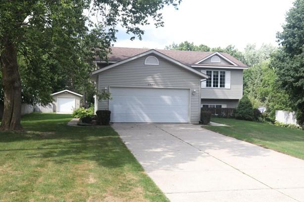Single Family Residence, Bi-Level - Walker, MI