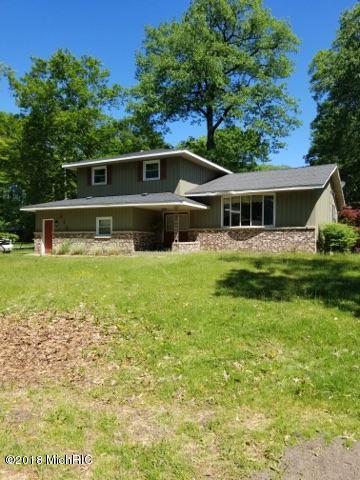 Tri-Level, Single Family Residence - Norton Shores, MI
