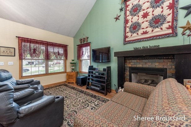Cape Cod, Single Family Residence - Belmont, MI (photo 5)