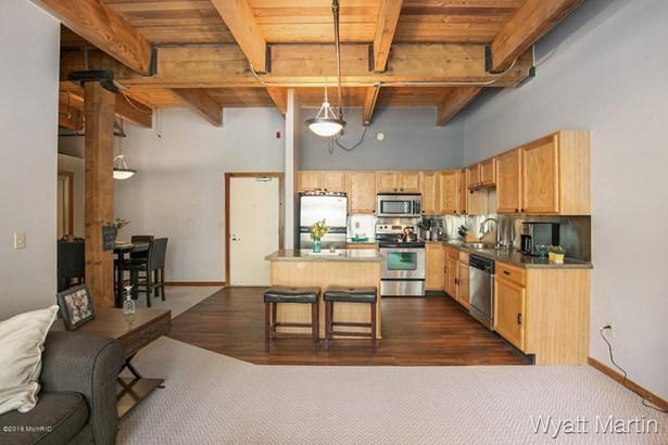 Condominium, Ranch - Grand Rapids, MI (photo 4)